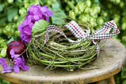 Wreath with hops and hydrangeas