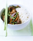 Seared beef with green asparagus and rice noodles