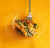 Eel with peas and tomatoes