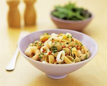 Wholemeal pasta with seafood