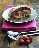 Chocolate and raspberry roulade (with few calories)