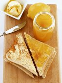 Buttered toast with lemon curd