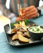 Oven-baked pears with a yogurt dip