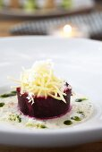 Braised beetroot with chips