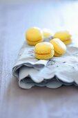 Macaroons with lemon cream