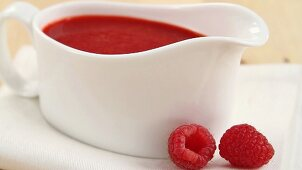 Making raspberry sauce (German Voice Over)