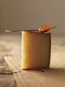 Basque cheese with allspice jelly