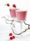 Raspberry and kombucha shakes