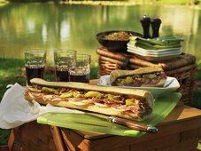 Picknick am See mit Muffuletta Sandwiches