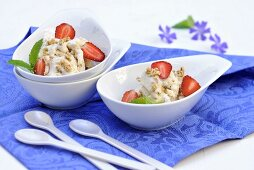 Ice cream with cereals, strawberries and mint