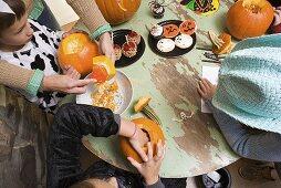 Kinder auf Halloween Party