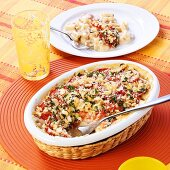 Pasta, ham and tomato gratin