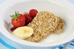 Wheat biscuits with milk, berries and banana