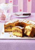 Apple and nut brittle cake