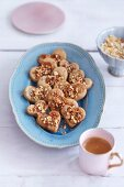 Caramel hearts with cashew nuts