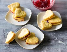 Baking with stevia: heart-shaped jam sandwich biscuits