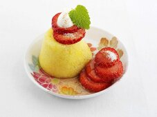 Semolina pudding with strawberries and yoghurt cream
