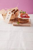 Khorasan wheat and spelt bread with quark, tomatoes and ham