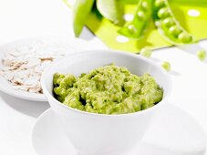 Baby food made with oats and peas