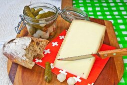 Appenzeller, bread, gherkins and pearl onions