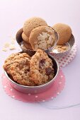 Cookies with sugar beet syrup and sliced almonds and with spelt cookies with raisins