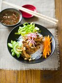 Rice noodles with lemongrass chicken (China)