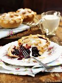 Raspberry and blueberry pie with cream