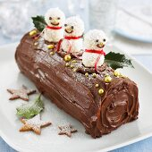 A Yule log decorated with snowmen