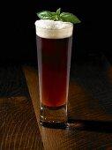 Ein Glas Amber Bier