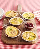 Mini pear tarts with lingon berry compote