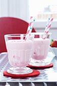 Strawberry shakes with straws (USA)