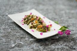Geissbartsalat an geröstetem Mandelöl