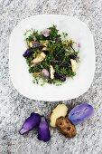 Wildkräutersalat mit Fisch und dreierlei Kartoffeln