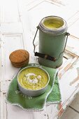 Cream of courgette soup in a Thermos and in a soup bowl