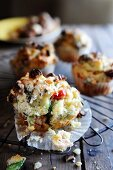 Nut muffins with blue cheese