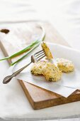 Rice and mozzarella cakes with spring onions