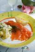 Smoked salmon with dill potatoes (Scandinavia)
