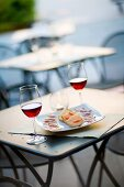 An aperitif of red wine, bread and ham