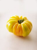 A yellow tomato of the variety 'Accordion'