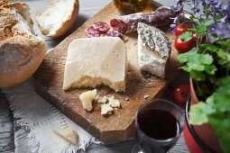 Sheep's cheese, bread, salami and red wine
