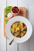 Linguine with dried tomatoes, spinach and gorgonzola