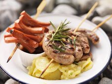 Barbecued sausage skewers with potato salad