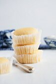 Sponge cakes with peach filling