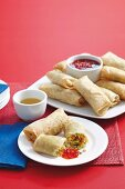 Spring rolls with vegetable filling and chilli dip (China)