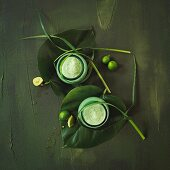 Green smoothies made with limes and herbs