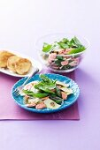 Ravioli salad with salmon and spinach