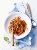 Wholemeal spaghetti with tomato sauce