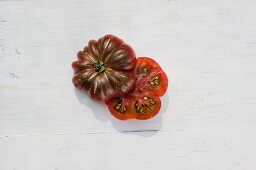 A tomato of the variety 'Purple Calebas'