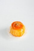 Sponge cake with carrots flambéed in orange liqueur and crystallised oranges