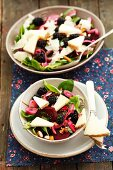 Spinach salad with almonds, blackberries, red onions and Manchego cheese